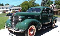 30's Pontiac Silver Streak - full of personality