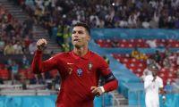 A reação de Cristiano Ronaldo ao prémio de melhor marcador do Euro